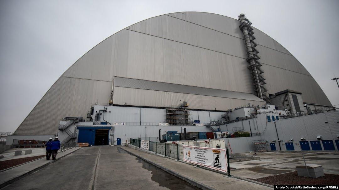 Всередині конфайнменту: Чорнобильський «звір» у клітці – фоторепортаж